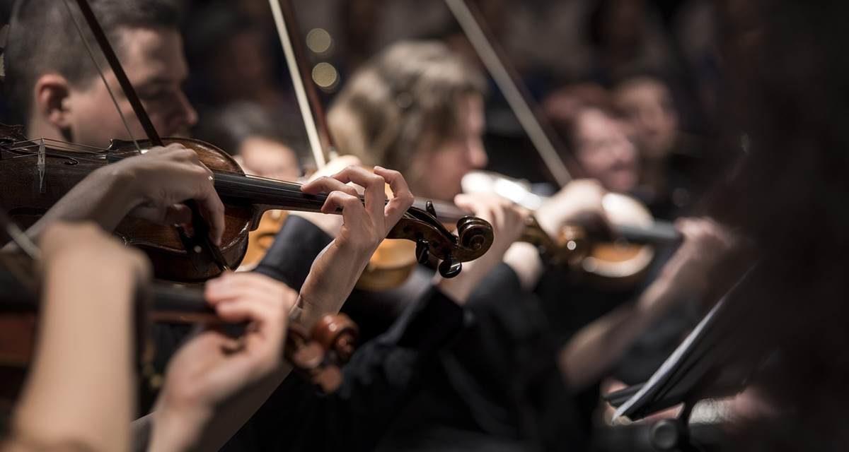 El Ayuntamiento y la Orquesta de Cuerda Hims Mola firman un convenio