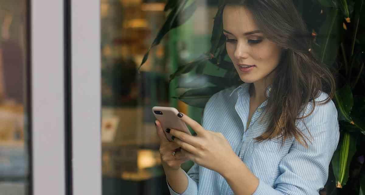 La lectura prolongada en 'smartphone' aumenta el 90% de síntomas visuales