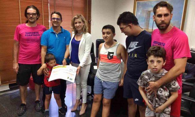 Se entrega a FEDER la recaudación obtenida en la IX Carrera Solidaria 2018