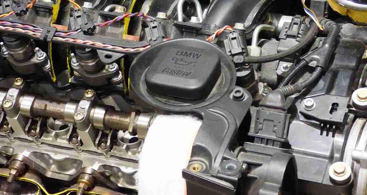 Cinco líquidos que hemos de controlar en verano para evitar roturas en el coche