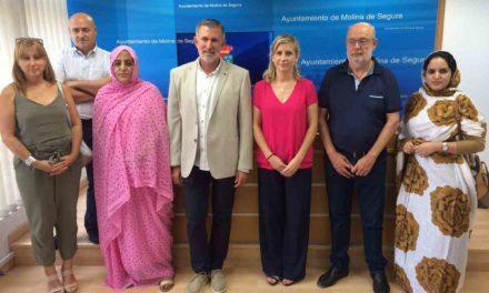 El Ayuntamiento y la Asociación Sonrisa Saharaui firman un convenio de colaboración