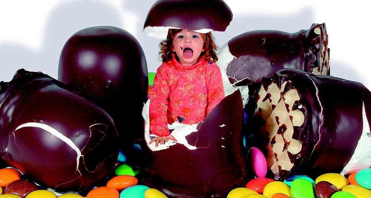 Ni en horario infantil ni con juguetes como reclamo: propuestas para limitar la publicidad de alimentos para niños