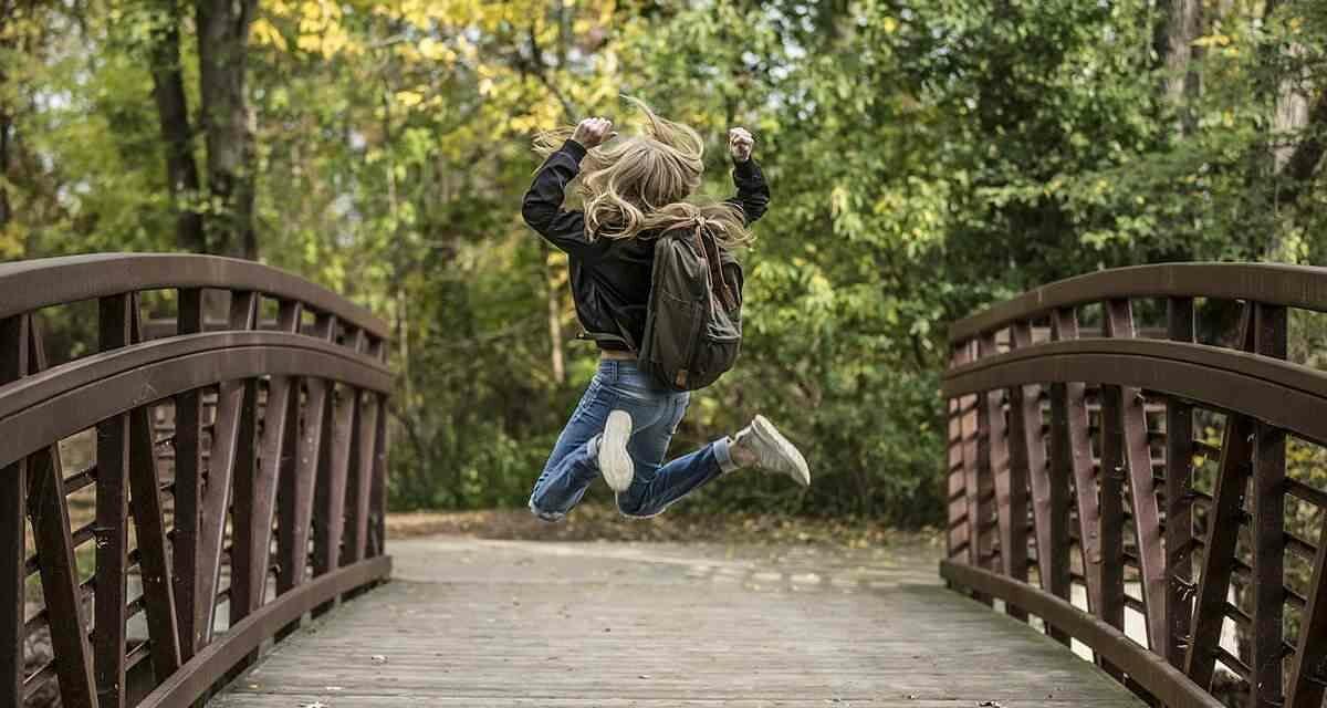 ¿Cuál es el peso máximo que los niños pueden llevar en la mochila?