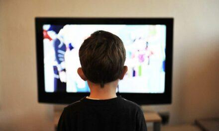 Asociación negativa entre el tiempo frente a las pantallas y el rendimiento académico