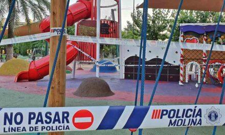 Molina cierra las instalaciones deportivas y las zonas de juegos infantiles de todos los parques y jardines