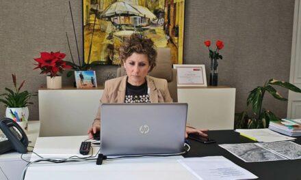 Esther Clavero se vacunó contra la Covid pese a no estar incluida en el protocolo